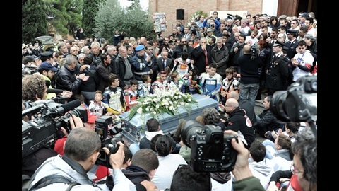 Emotional funeral service bids farewell to Marco Simoncelli