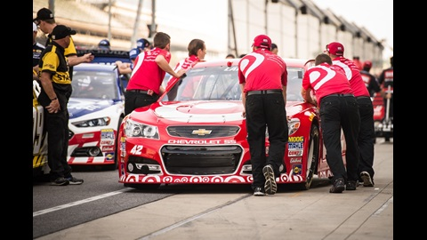 Kyle Larson's car makes its way onto pit lane for qualifying