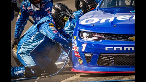 Elliott Sadler crew during the Lilly Diabetes 250