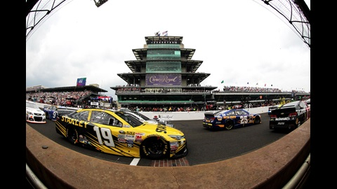 Carl Edwards crosses the Yard of Bricks during the 2015 Brickyard 400