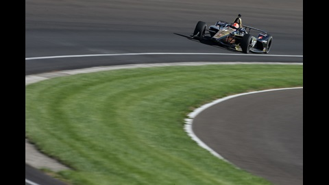 James Hinchcliffe sails into Turn 1 during the 2018 universal aero kit test for Honda at the Indianapolis Motor Speedway
